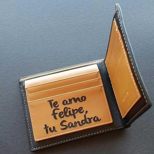 5f35b633b Billetera hombre con grabado personalizado - Regalos Regalacor.cl